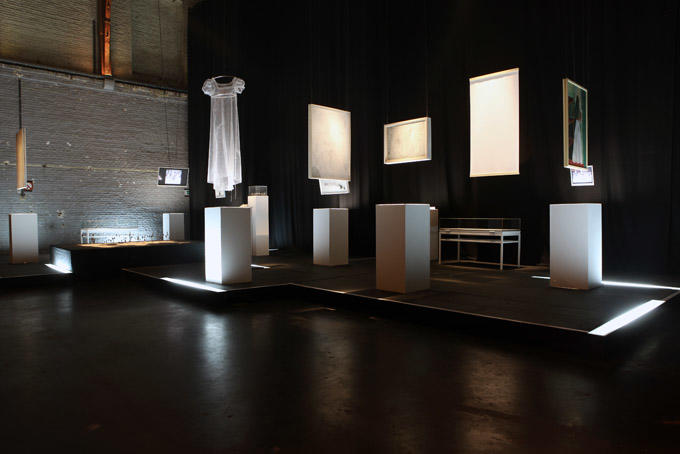 """Exposition """"La Paix"""" scénographie : Chloé Kegelart"""