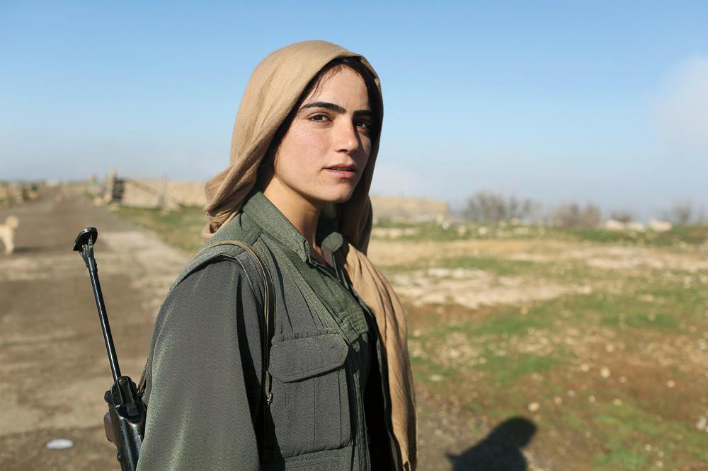 """""""Kurdistan, la guerre des filles"""", un documentaire de Mylène Sauloy (2016)."""