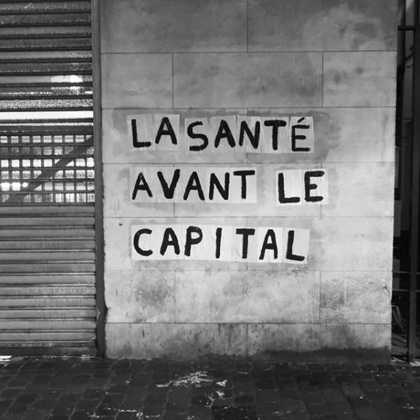 Collectif La Fronde. Collage : La santé avant le capital (Bruxelles).