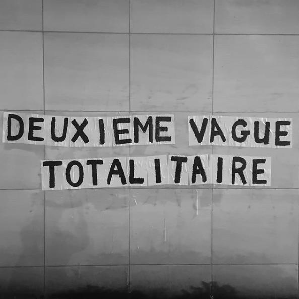 Collectif La Fronde. Collage : Deuxième vague totalitaire (Bruxelles).